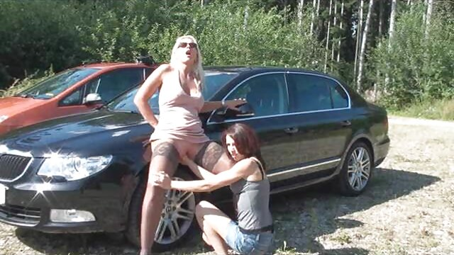 در کناره روشن ، یک دختر موی لیبی لینک کانال سکسی اینستاگرام پیچیده روسی لیبی سر می دهد و سوار خروس می شود