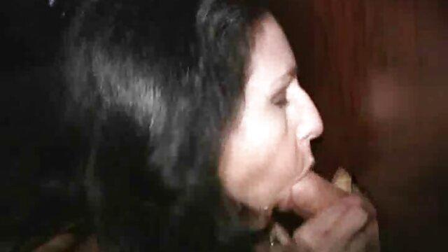 ایوی رز نوجوان روسی عاشق یک خروس بزرگ آمریکایی است کانال_فیلم_سکسی