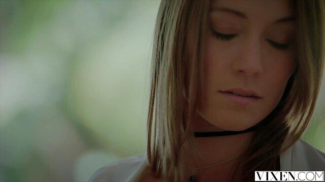 دختر نوجوان کانال تلگرام گپ سکسی داغ به صاحب خانه لزبین دارسی دولچه برای رابطه جنسی پرداخت می کند