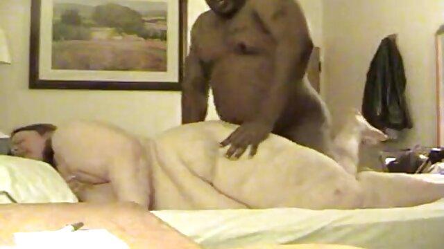 آبنوس مینکس دارای گربه انگشتی و پر کانال سکسی خاله الکسیس از خروس گوشتی است