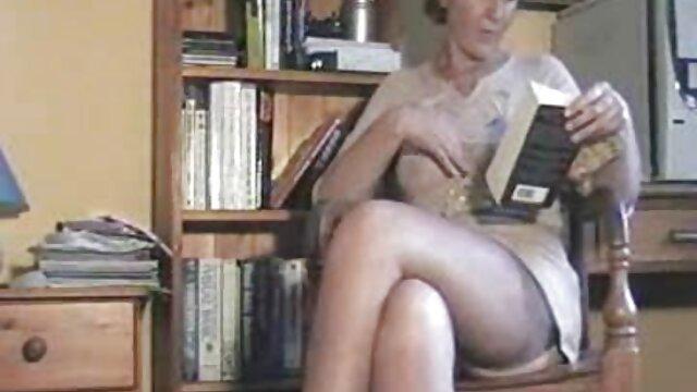 فاحشه داغ ارگاسم روی کاناپه رفتن به کانال سکسی تلگرام با سبزه ناز