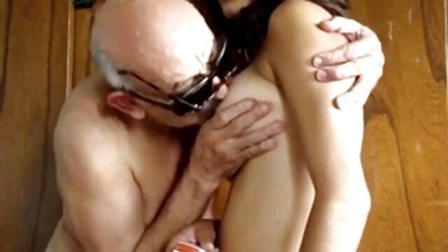 نوجوان بیدمشک پیرمردی را برای برخی مکیدن و بلعیدن التماس می لینک کانال داستان های سکسی تلگرام کند